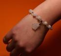 Bild von Kristall Armband mit Buddha Anhänger weiss